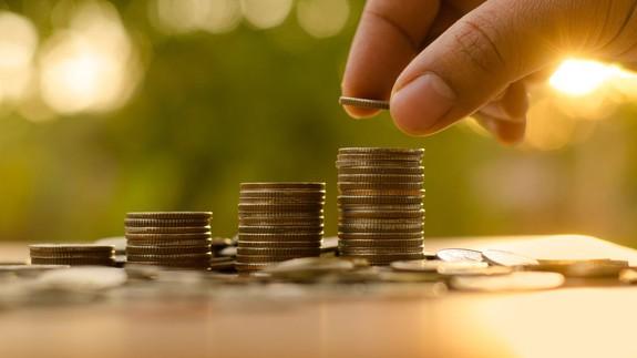 Money saving tips from Alexa von Tobel, Ann Shoket and more