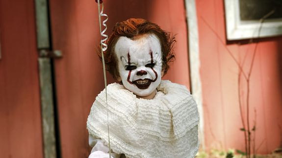 This kid dressed as Pennywise is pure nightmare fuel